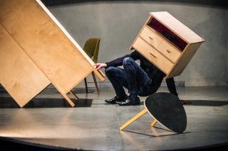 Obývací pokoj v Kobce (site-specific uvedení), festival Cirkopolis 10.2.2021, foto: David Konečný